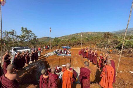 အင်ခိုင်ဘွမ် NHkai Bum တောင်ခြေက စေတီတော်တည်ဆောက်နေမှုကို ရပ်ဆိုင်း