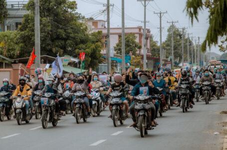 မြစ်ကြီးနား ဆိုင်ကယ်သပိတ်ကို စစ်တပ်နဲ့ ရဲ ကားအပြင် အိမ်စီးကားများဖြင့် ပိတ်ဆို့ဖမ်းဆီး
