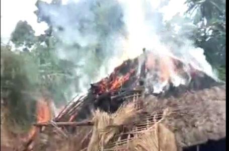 မုံးကိုး နမ့်ဟာ ကျေးရွာမှာ လက်နက်ကြီး ကျည်ကျမှန်ပြီး မိသားစုဝင် ၄ ဦး သေဆုံး