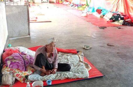 မုံးကိုး စစ်ရှောင်များ တမံတလင်းပေါ်အိပ်ရန် အထပ်သားများ အရေးပေါ် လိုအပ်နေ