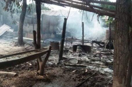 သတင်းပေးမူကြောင့် အရာတော် သစ်ကျင်းကြီးကျေးရွာ နေအိမ် ၅ လုံးကို စစ်ကောင်စီ မီးရှို့ဖျက်ဆီး